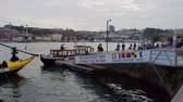 ポルトガル : Douro River Taxi to change the riverfront - CITY OF PORTO, PORTUGAL - SEPTEMBER 18, 2019 動画素材
