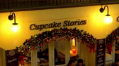 angleterre : cupcake stories at Covent Garden London - LONDON, ENGLAND - DECEMBER 10, 2019 Vidéos Libres De Droits