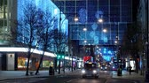 engels : London bus at Oxford Street at Christmas time - LONDON, ENGLAND - DECEMBER 10, 2019