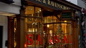 Новая Англия : Ede and Ravenscroft Store in Oxford - OXFORD, ENGLAND - JANUARY 3, 2020