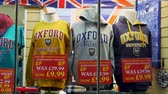 nazik : Oxford University Hoodies in a souvenir shop in Oxford England - OXFORD, ENGLAND - JANUARY 3, 2020 Stok Video