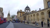 theems : High Street view in Oxford in England - OXFORD, ENGLAND - JANUARY 3, 2020 Stockvideo