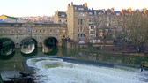 mimari : Pulteney Bridge in Bath England - BATH, ENGLAND - DECEMBER 30, 2019 Stok Video