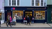 theems : University Of Oxford Shop at High Street in Oxford - OXFORD, ENGLAND - JANUARY 3, 2020 Stockvideo