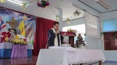 refração : CHIANGRAI, THAILAND - DECEMBER 7: Unidentified people join communion ritual Eucharist in christian church on December 7, 2014 in Chiangrai, Thailand.
