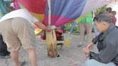 pessoal : CHIANGRAI, THAILAND - DECEMBER 14: Unidentified people inflate a hot air balloon at old folks home on December 14, 2014 in Chiangrai, Thailand.