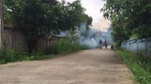 moskitiera : CHIANG RAI, THAILAND - SEPTEMBER 15 : unidentified man without mask spraying mosquito repellent smoke in rural area on September 15, 2016 in Chiang rai, Thailand. Wideo