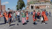 entusiasta : MOSCOW - JUNE 20, 2018: Soccer World Cup Fanatics of Morocco with flags with their typical costumes in the streets June 20, 2018 in Moscow, Russia