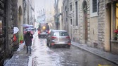 şehir merkezinde : Florence, Italy - December 2017: Rainy weather in Florence. Tourists walk the streets of the city in rainy weather