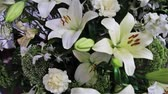 goździk : A luxurious holiday bouquet of large white lilies