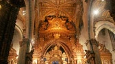 сверкающих : Interior of the Church of San Francisco in Porto, Portugal