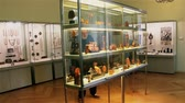 litwa : Palanga, Lithuania -July 2018: Tourists examine exhibits at the amber museum in Palanga