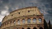 building of the Colosseum in Rome close up Stockvideo
