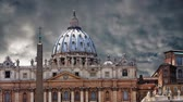 The magnificent Cathedral of St. Peter in the Vatican Stockvideo