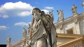 Statues adorning the magnificent cathedral of Saint Peter in the Vatican Stockvideo
