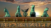 tradicionalmente : Sightseeing in the capital of Germany. Brandenburg Gate in Berlin.