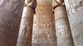 kolumna : Beautiful interior of the temple of Dendera or the Temple of Hathor. Egypt, Dendera, near the city of Ken.