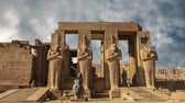 피라미드 : Ruins of the beautiful ancient temple of Karnak in Luxor