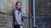 perfurante : Attractive young teenage girl with pink hair looking at camera. Slow motion. HD