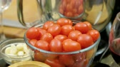 зубок чеснока : Ingredients for cooking. Cherry tomatoes, garlic cloves and a glass of red wine on the kitchen table. 4K