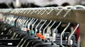 sem camisa : The interior of the clothing store. Close-up shot of rack of clothes. 4K