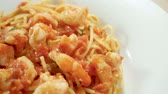 perejil : Close-up panoramic shot of spaghetti with shrimp. Seafood pasta on a white plate. Slow motion. HD