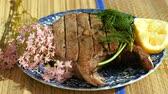 tuňák : Close-up shot of delicious tuna fish grilled on barbecue grill, lying on the plate. 4K Dostupné videozáznamy