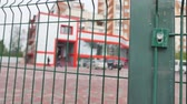 entrada da garagem : automatic green gates on a background of red buildings