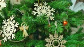 decorativo : Christmas tree with wooden toys for a happy new year