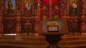 кресты : 30.01.2018, Chernivtsi, Ukraine - beautiful wooden iconostasis in the new church Стоковые видеозаписи