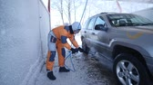 manchado : 21.01.2018, Chernivtsi, Ukraine - worker wash car strong streams of water winter