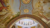 fresk : panning of ceiling of orthodox Cathedral Stok Video