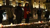 assassinato : STRASBOURG, FRANCE - 14 NOV 2015: People attend a vigil and light candles in the center of Strasbourg for the victims of the November 13 attacks in Paris that killed at least 128 people