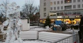 suécia : MALMO, SWEDEN - CIRCA 2015: Gustav Adolfs torg ready for Christmas Holiday - Christmas and New Year with people admiring ice sculpture, Vídeos