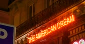 легенда : PARIS, FRANCE - CIRCA 2016: Neon sign of American Dream text. The name of the most American place in Paris, France
