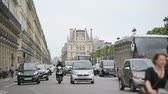 anêmona : PARIS, FRANCE - AUGUST 18, 2014: POV of tourist of Majestic Rue de Rivoli with the Louvre museum on behind and locals and tourists awaiting to cross the street on a beautiful summer day