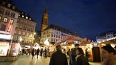 tarte : STRASBOURG, FRANCE - CIRCA 2016: Christmas Market stall with people shopping for traditional food knack, vin chaud, flammenkueche, tarte flambee, Chou croute, and mulled wine in Place Gutenberg