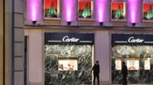 fábrica : STRASBOURG, FRANCE - CIRCA 2017: Customers admiring the Cartier at night during Winter sale holidays deciding what gift to buy for their girlfriends, mothers and wife. It is a French luxury goods conglomerate company. The company designs, manufactures, di