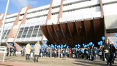 lançamento : STRASBOURG, FRANCE - DEC 09, 2015: COE employees and kids celebrating the first European Day on the Protection of Children against Sexual Exploitation and Sexual Abuse by launching blue balloons Stock Footage