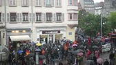 öğrenci : STRASBOURG, FRANCE - MAY 12 2016: Elevated view of protesters as thousand of people demonstrate as part of nationwide day of protest against labor reforms by France Government in place home de Fer