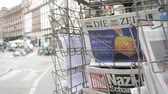 manchete : PARIS, FRANCE - JUN 12, 2017: City press kiosk with Die Zeit at press kiosk German newspaper with Trump and Nazi message on the Bild magazine slow motion