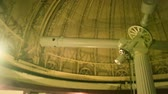 observar : Interior of old observatory planetarium - panning over the roof with the gigantic telescope