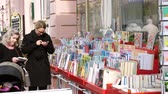 escritor : RASTATT, GERMANY - CIRCA 2017: German mothers buying child children books at the outdoor market shelf in German city of Rastatt