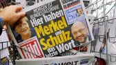 morrer : PARIS, FRANCE - SEP 23, 2017: Man buying latest newspaper Die Bild with with portrait of Angela Merkel And Martin Schulz before the election in Germany for the Chancellor of Germany, the head of the federal government, currently Angela Merkel
