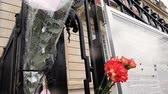 dziennikarz : STRASBOURG, FRANCE - MAR 28, 2018: Tilt-down to flowers, toys at entrance of Russian Consulate Embassy mourning of victims of fire at Zimnyaya Vishnya Winter Cherry shopping centre Kemerovo
