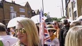 princ : WINDSOR, BERKSHIRE, UNITED KINGDOM - MAY 19, 2018: Group of travelers walking near fence of royal wedding marriage celebration of Prince Harry and Meghan Markle to Windsor Castle