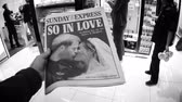 tál : LONDON, UK - MAY 20, 2018: POV The Sunday Express front cover newspaper British press kiosk featuring portraits of Prince Harry and Meghan Markle Royal Wedding So In Love black and white Stock mozgókép