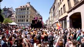 menšina : FRANCE - JUN 10, 2017: Happy atmosphere on French street thousands people jumping dancing gay supporters with rainbow flag slow motion Lesbian Gay Bisexual Transgender LGBT visibility march pride