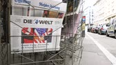 gazetecilik : PARIS, FRANCE - JUNE 13, 2018: German Die Welt on stand newspaper at press kiosk showing on cover  U.S. President Donald Trump meeting North Korean leader Kim Jong-un in Singapore