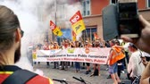 kryzys : STRASBOURG, FRANCE - JUN 20, 2018: Slow motion of people with flares at SNCF French train worker demonstration strike protest against Macron French government string of reforms slow motion Wideo
